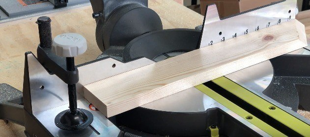 How to use a Compound Miter Saw_setting the work piece